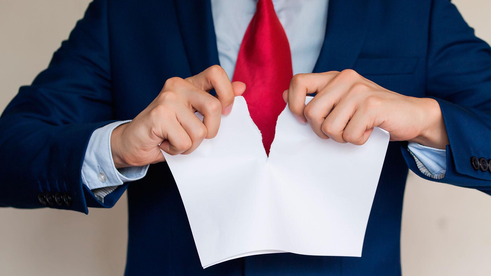Трудовой контракт можно разорвать досрочно не только по требованию работника, но и по инициативе нанимателя или в связи с обстоятельствами, не зависящие от воли сторон