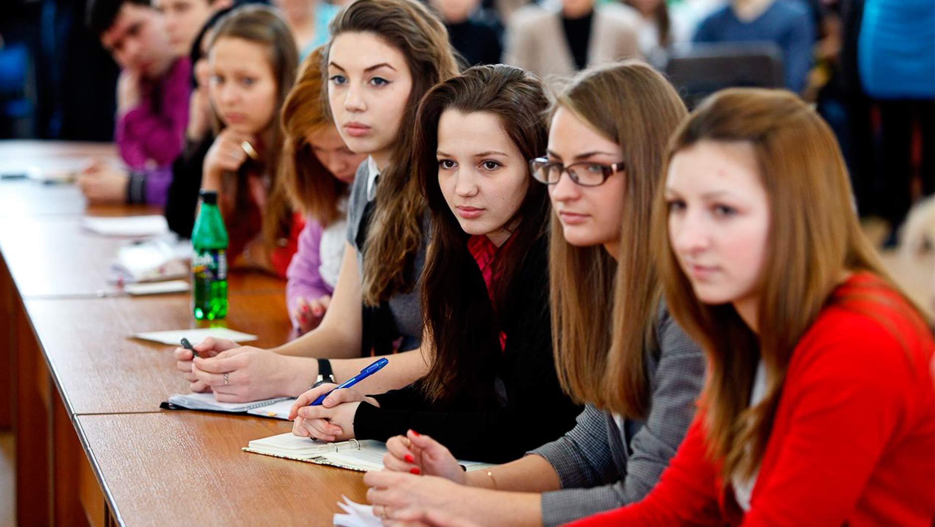 Если вы желаете поступить в одно из учебных заведений, ознакомьтесь с памяткой, составленной нашими специалистами: абитуриент вправе подать заявки в 5 вузов москвы и выбрать в каждом не более 3 специальностей.