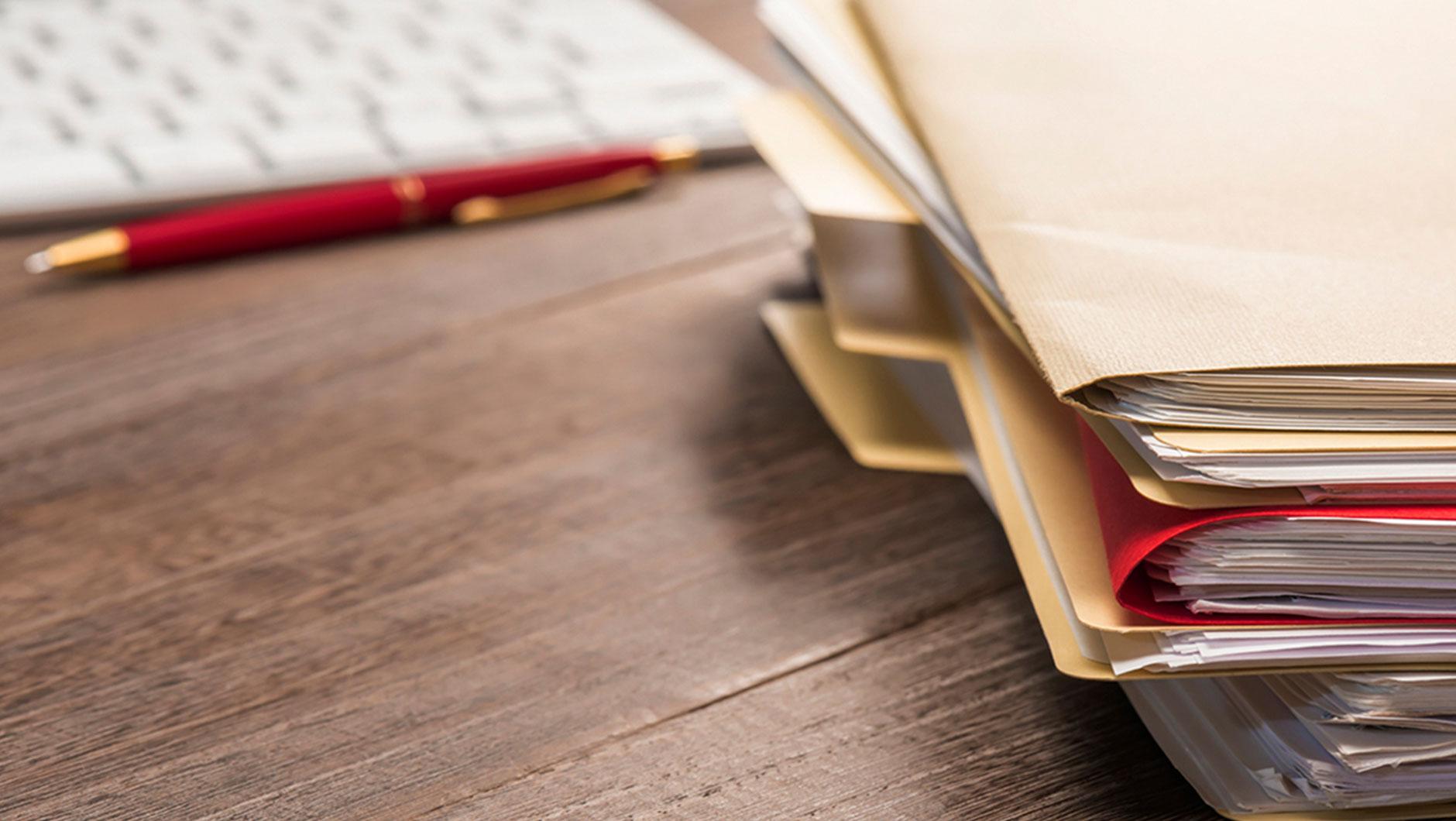Документами, подтверждающими произведённые расходы, могут быть карт-чеки или выписка по счёту работника. При этом в них должна быть указана необходимая информация: фамилия, имя, отчество плательщика (лица, получение образования которого оплатил плательщик), сумма и дата оплаты, назначение платежа (включая номер и дату договора), сумма погашения основного долга, сумма погашения процентов. Если в карт-чеке или выписке нет перечисленных реквизитов, банк должен выдать справку, где укажет недостающую информацию