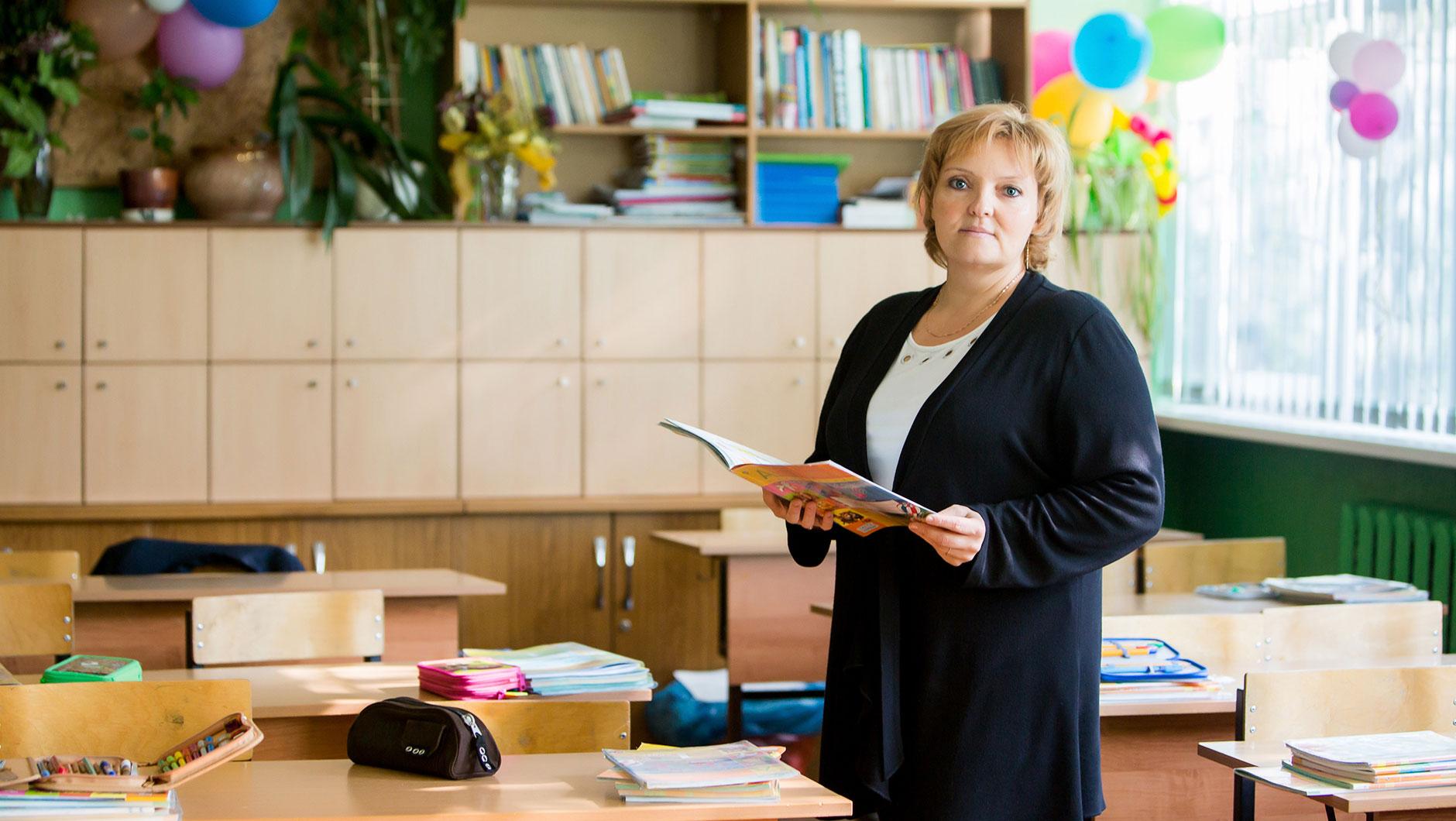 На 1 учителя в среднем приходится 9 учеников (11 - в городской школе и 5 - в сельской). В прошлом учебном году были такие же цифры